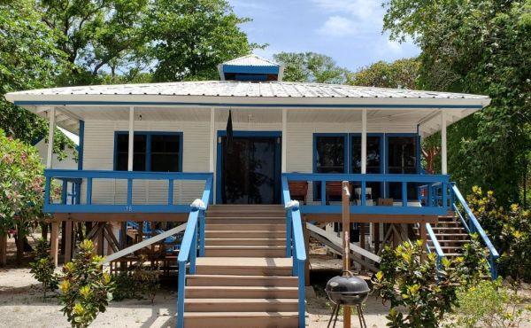 Blue Moon Beach House with Back Lot